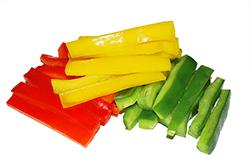Pimientos de colores cortados a tiras